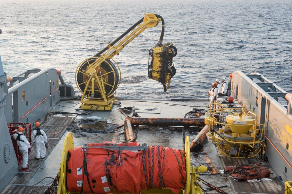 Le 14 octobre 2018, le Jason récupère les déchets d'hydrocarbure du barrage flottant du bâtiment Italien Bonassola, à l'aide de sa tête d'écrémage.