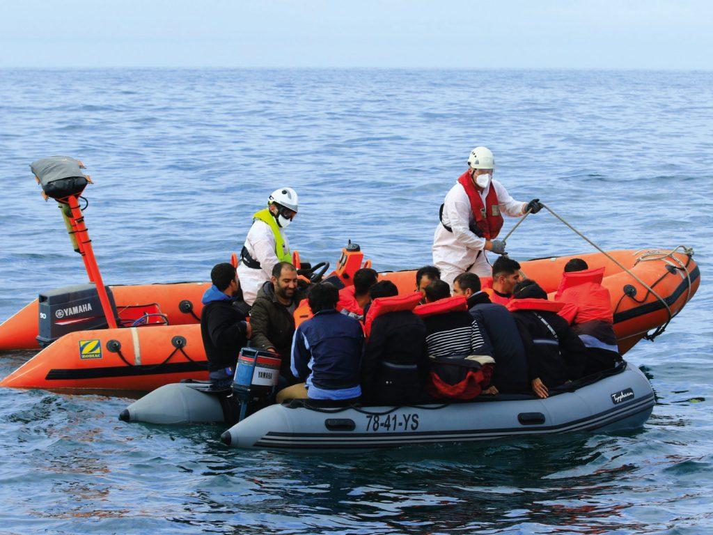 L'ABEILLE LANGUEDOC porte assistance à une embarcation de migrants dans le Pas-de-Calais